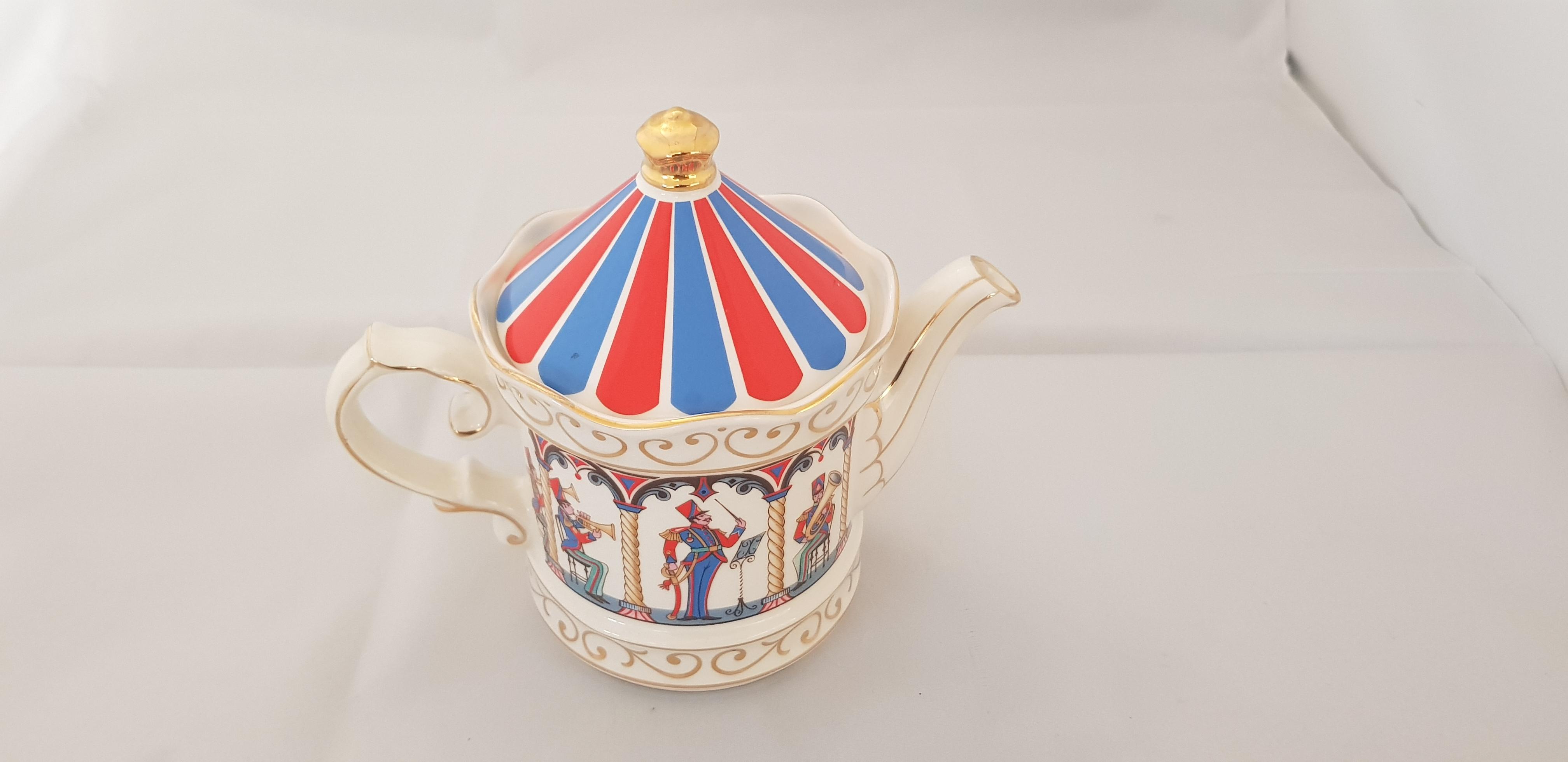 """Sadler Teapot """"Bandstand"""""""