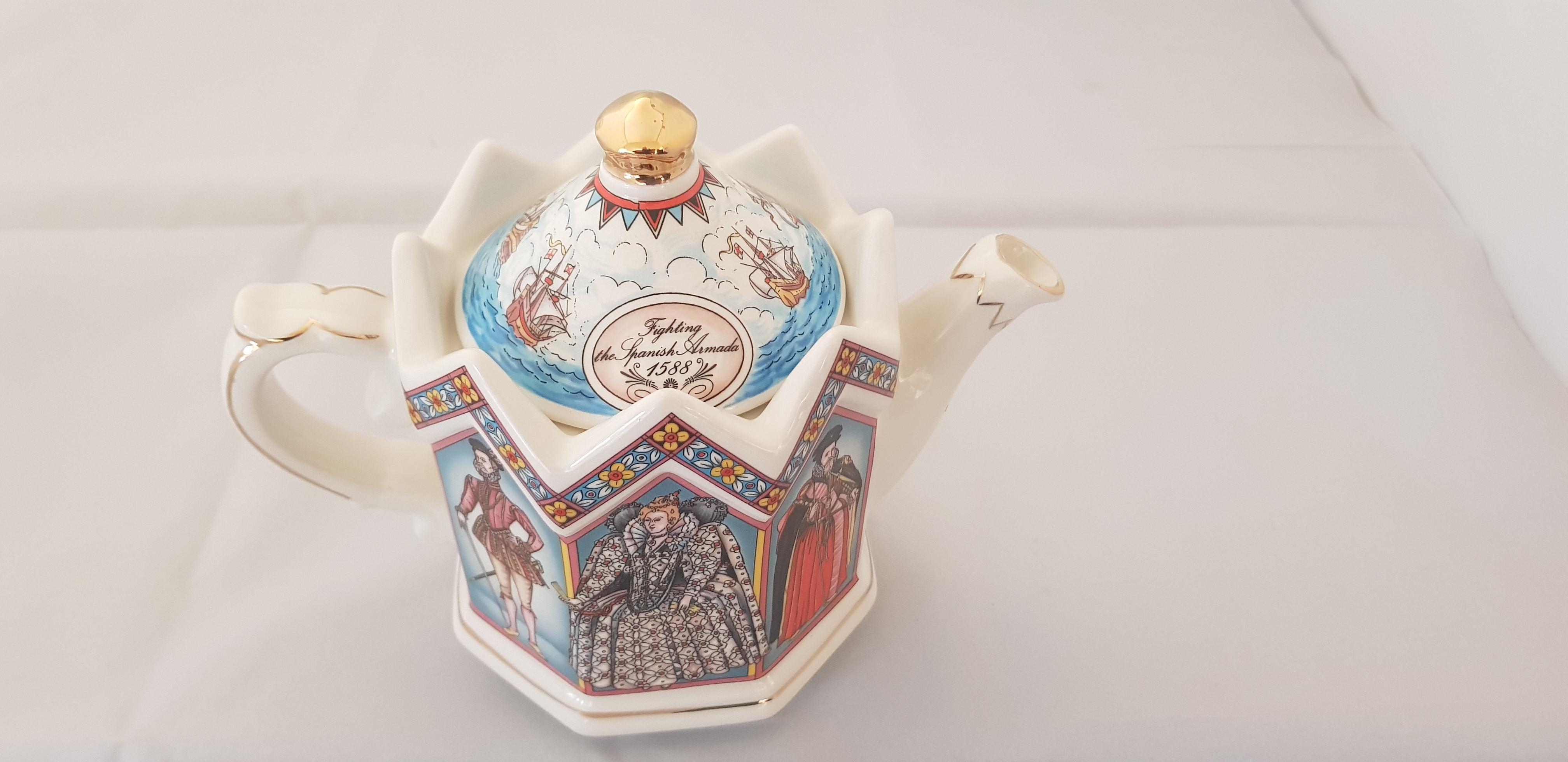 """Sadler Teapot """"Elizabeth I"""""""